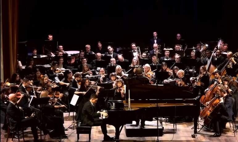 Вчера, 16 сентября, в Челябинской филармонии состоялся звездный концерт, посвященный открытию 85-