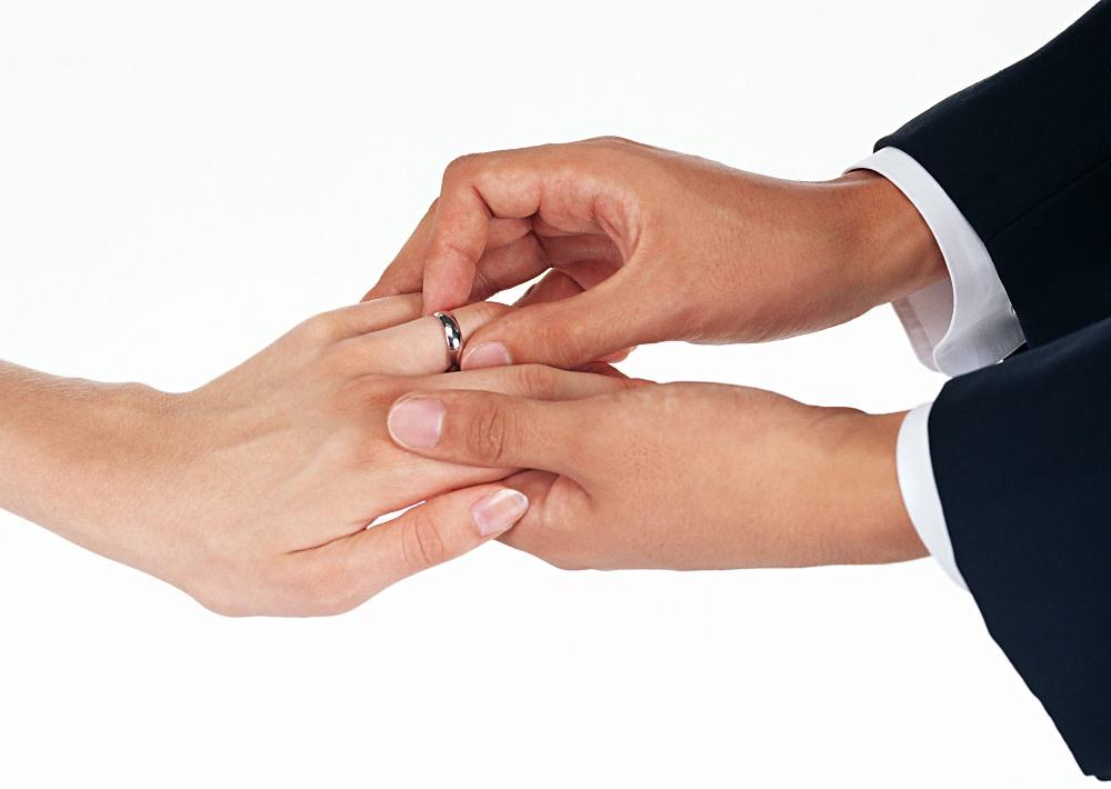 По словам Людмилы Рерих, в прежние годы большое число желающих связать себя узами брака наблюдало