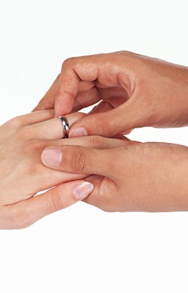 Завтра, 8 июля, в День семьи, любви и верности на Южном Урале поженятся 128 пар. О том, как