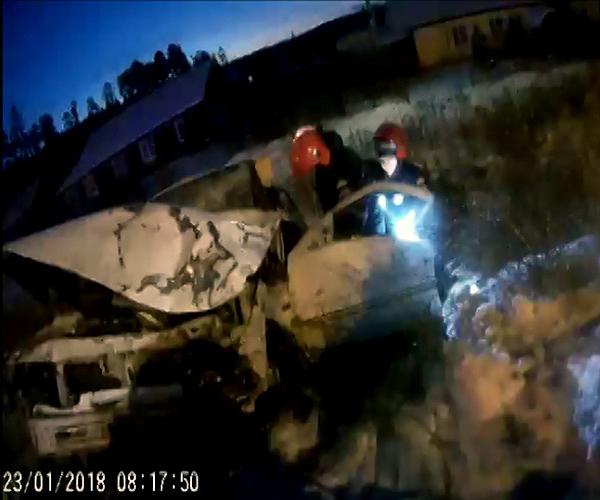 Авария произошла сегодня, 23 декабря на улице Мира. Дорогу не поделили автомобиль ВАЗ 2110 и «Газ