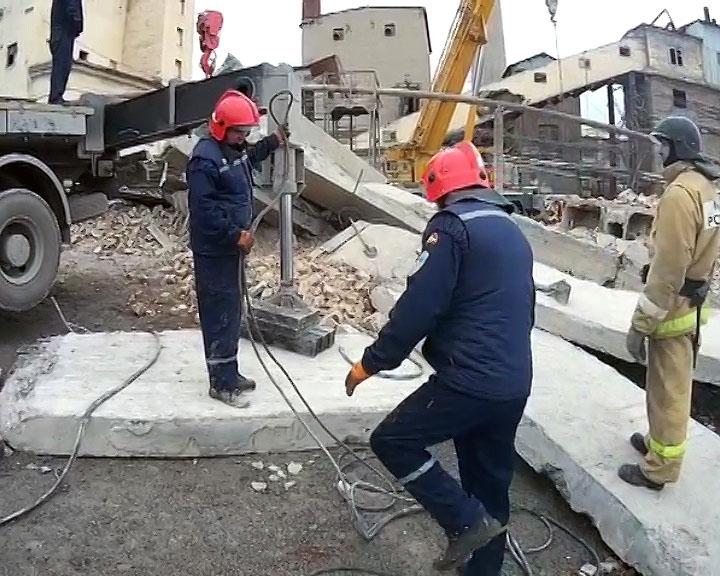 В Сатке (Челябинская область) рабочего придавило бункером. Мужчина погиб на месте. 25 апре