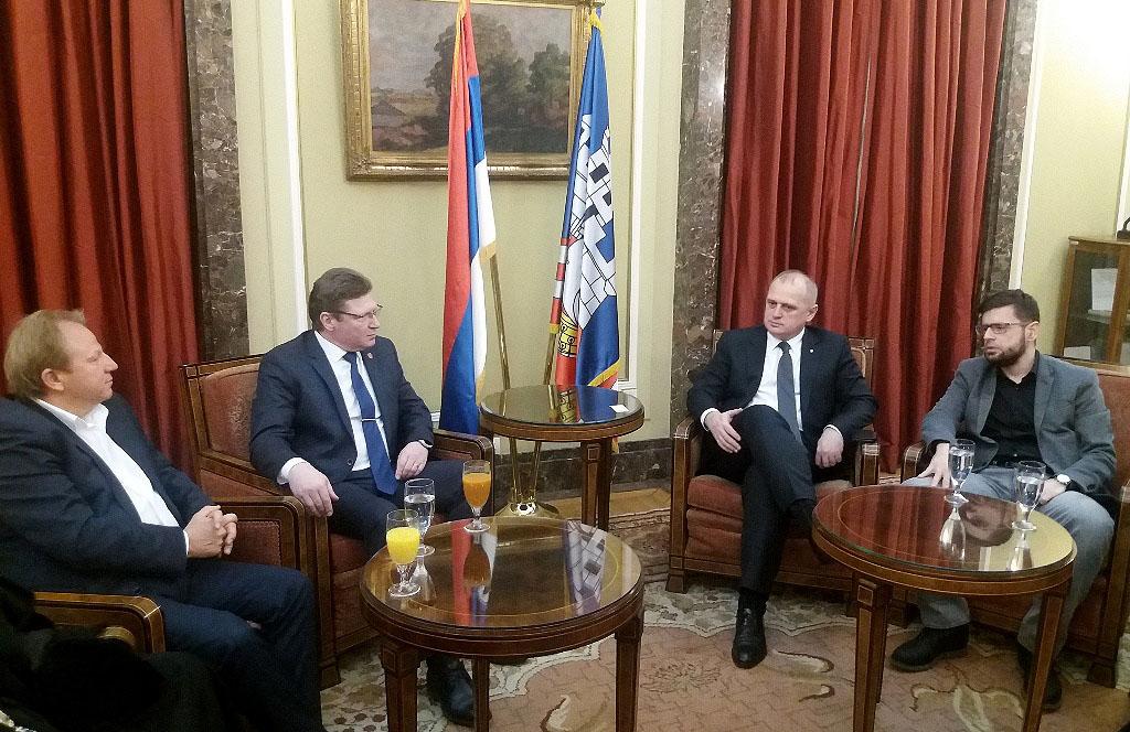 Министр культуры Челябинской области Алексей Бетехтин и секретарь секретариата по культуре Белгра