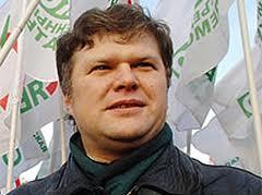 Активисты партии раздавали листовки с перечнем управляющих компаний, нарушающих российское законо