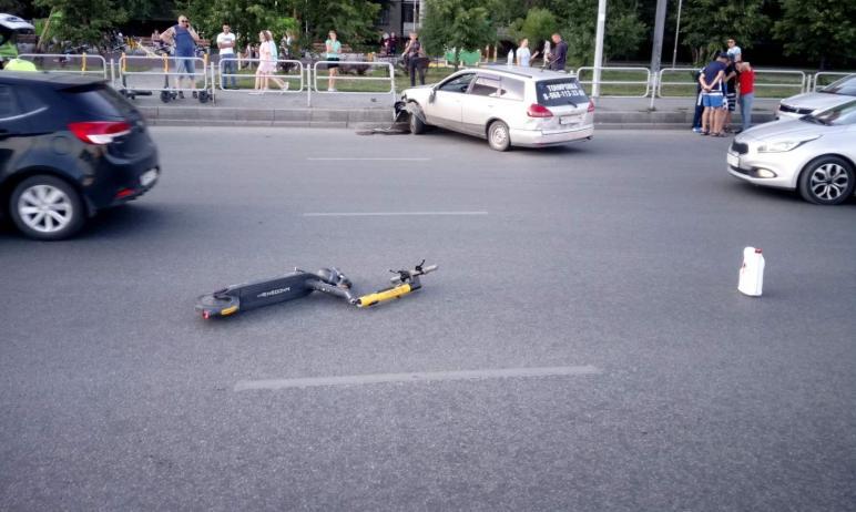 В Челябинске 21-летний парень на самокате, выехавший на проезжую часть на красный сигнал светофор