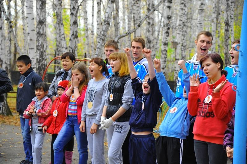 Как сообщает пресс-служба ЧМК, игроки Молодежной хоккейной команды «Мечел» подарили воспитанникам
