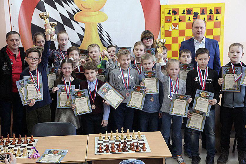 Челябинцы уверенно выиграли областной этап шахматного турнира «Белая ладья» среди школьных команд
