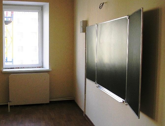 В Челябинске разразился скандал вокруг школы №13. Родители будущих первоклассников заявили, что з