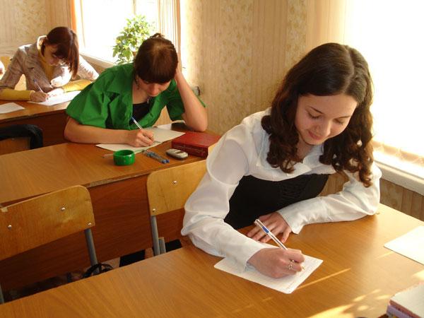 Кухню работы парламентов разных уровней в России раскрыли старшеклассникам депутат Государственн