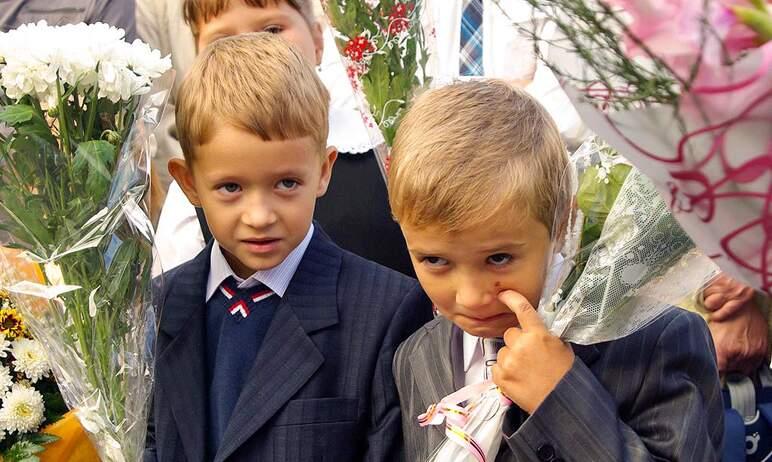 В День знаний, первого сентября 2021 года, праздничные линейки в школах Челябинской области пройд