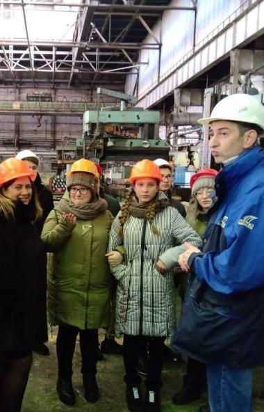 Школьники из села Травники Чебаркульского района побывали с экскурсией на заводе «Уральская кузни