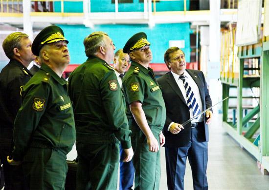 Как сообщили агентству «Урал-пресс-информ» в пресс-службе предприятия, Сергей Шойгу осмотрел эксп