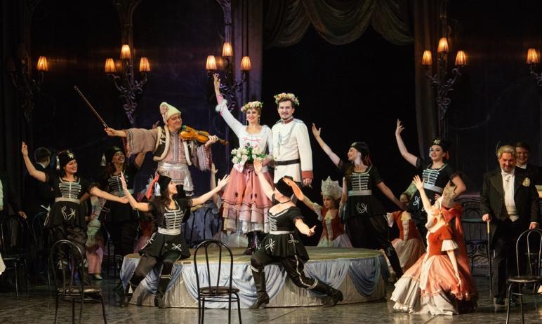 Солисты Челябинского театра оперы и балета совсем скоро выйдут на сцену в новых для себя образах.