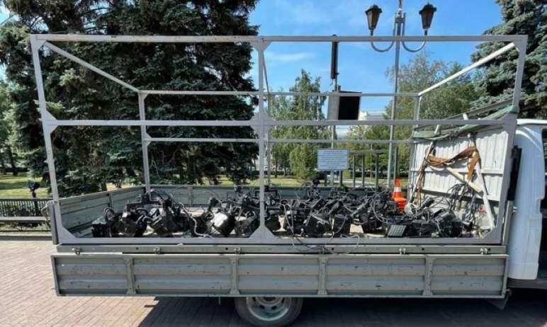 В сквере на площади Революции Челябинска демонтировали светильники, которые были установлены здес