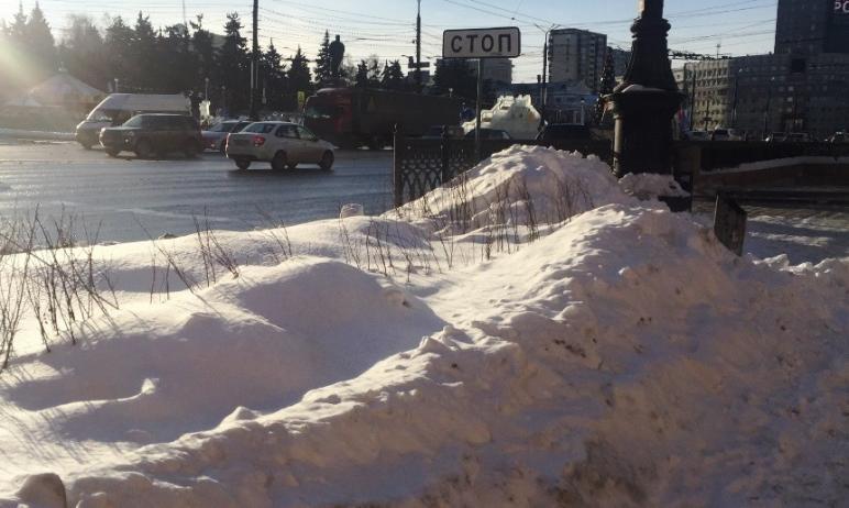 Глава Челябинска Наталья Котова потребовала, чтобы управляющие компании сами вывозили снег, котор