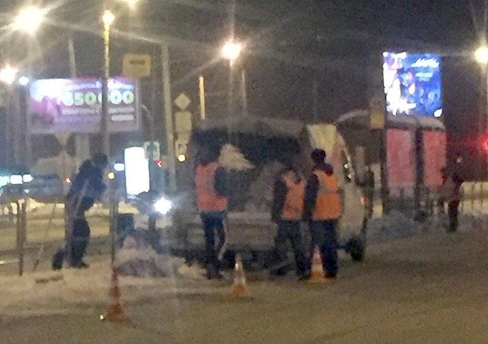 Жителей Челябинска удивила работа коммунальщиков по уборке улиц от снега. Процесс зафиксировал на