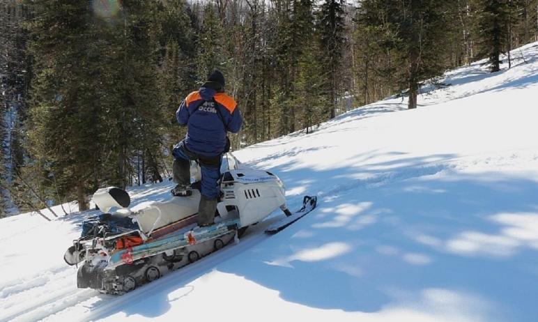 В Каслях (Челябинская область) два снегохода марки Yamaha, без государственных номеров, провалили