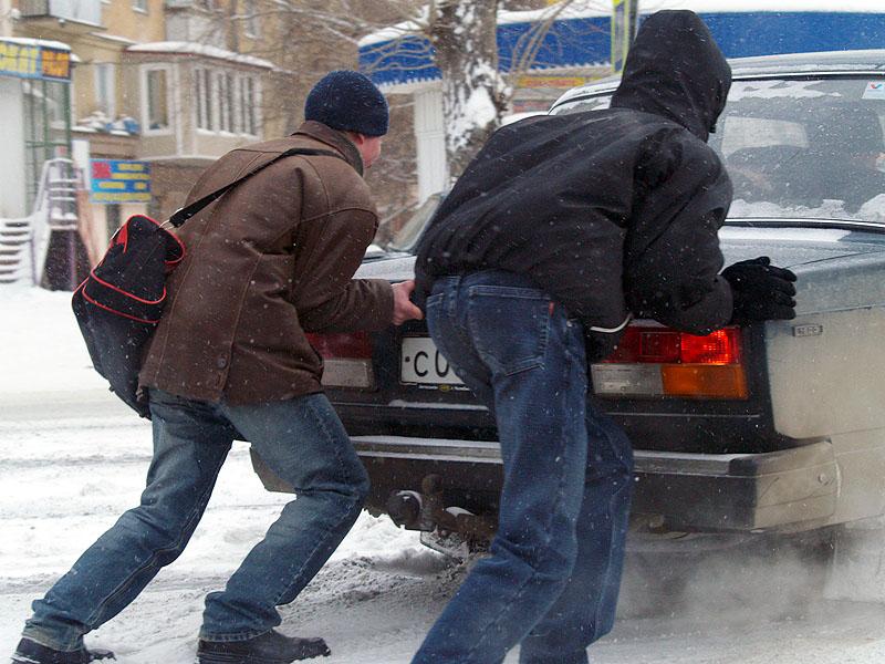 «Из-за аномально низкой температуры введен особый режим на федеральных трассах Курганской и Челяб