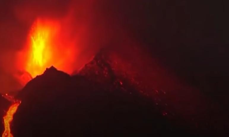 Извержения вулкана Кумбре-Вьеха на острове Ла Пальма на Канарских островах в Испании - событие ми