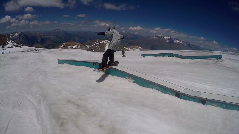 Сборы на французском курорте длятся уже почти месяц, спортсмены пробудут на горнолыжном курорте д