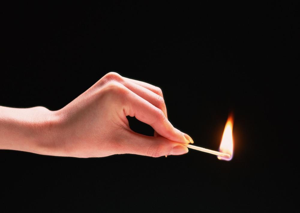 По информации пресс-службы ГУ МЧС России по Челябинской области, сообщение о возгорании поступило