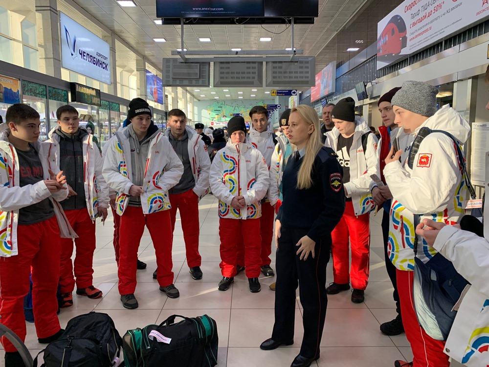 Транспортные полицейские Челябинска проводили уральских школьников на зимние спортивные соревнова