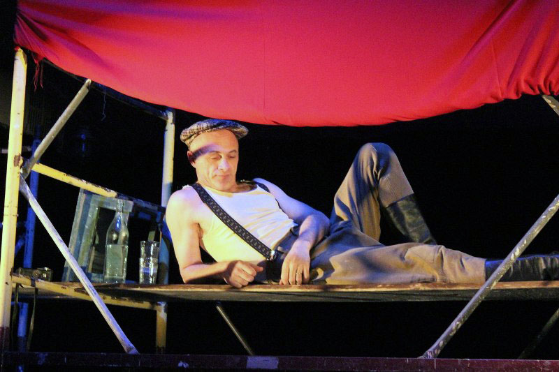 В своё время эскиз спектакля «Сборная СССР» был показан на традиционном фестивале экспериментал