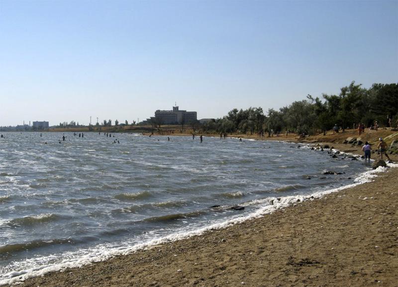 Саки – это небольшой городок на Западном берегу Крыма, ставший всемирно известным благодаря лечеб