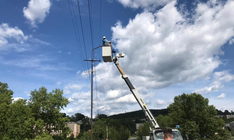 В Златоусте (Челябинская область) устаревшие лампы на городских улицах демонтируют заменят на инт