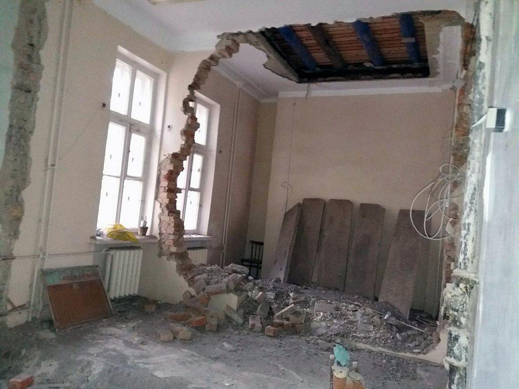 ЧП произошло вечером 21 сентября. Выяснилось, что строители, нанятые центральной медико-санитарно