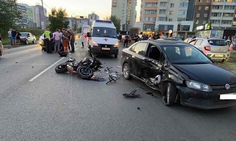В Челябинске водитель иномарки сбил мотоциклиста. Он госпитализирован.  Авария произошла