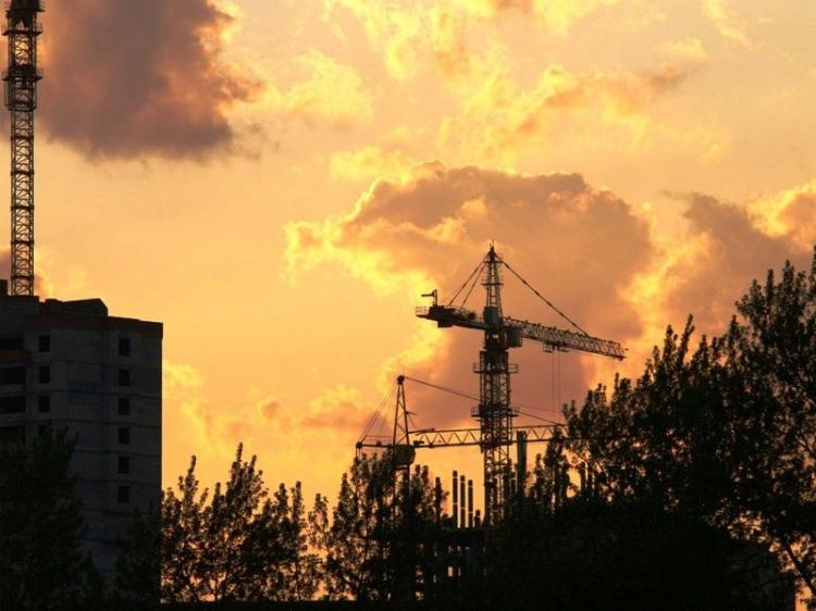 Строительство 10-этажного жилого трехподъездного дома №31а на улице Новосельская велось военным в
