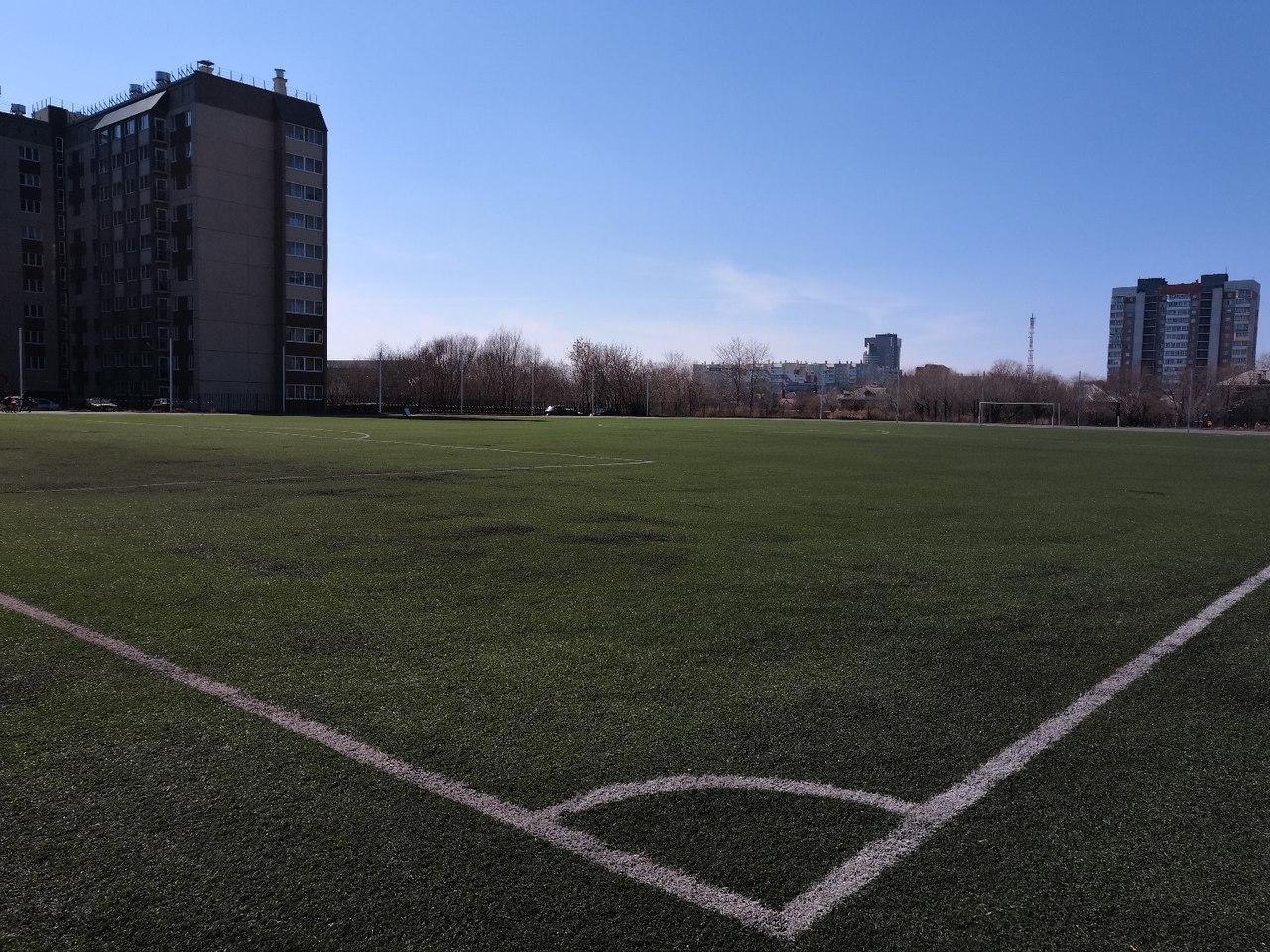 На стадионе имени Колющенко теперь можно с комфортом купаться и переодеваться   Свежие новости Челябинска и области