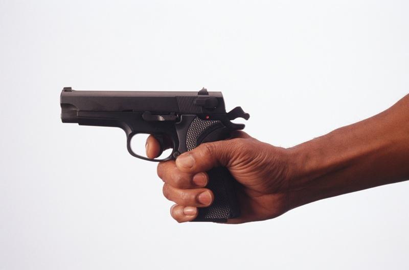 Картинки рука держит пистолет