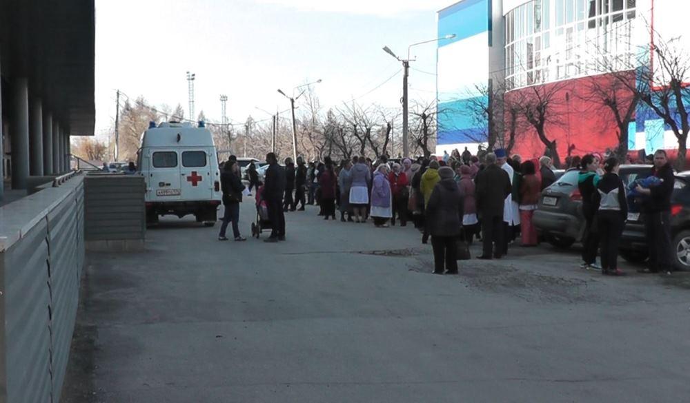 Инцидент произошел 19 апреля в районе девяти часов утра в здании железнодорожной поликлиники. Как