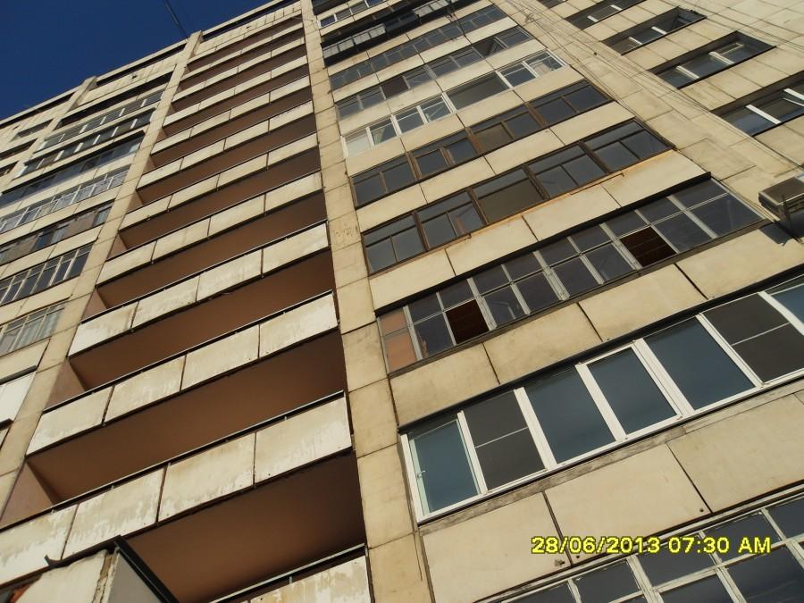 Как сообщили агентству «Урал-пресс-информ» жители 14-этажного жилого дома, расположенного напроти