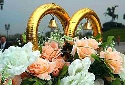 Красная горка – один из самых почитаемых на Руси праздников, популярный среди молодежи день для з
