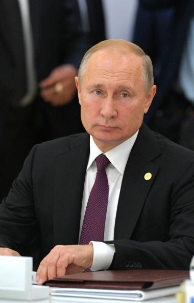 Президент РФ Владимир Путин высказал собственное мнение по поводу ситуации на Донбассе в ходе зас