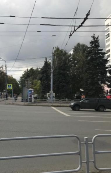 Жителям Челябинска предлагают решить судьбу светофора на улице Энгельса, который могут вернуть на