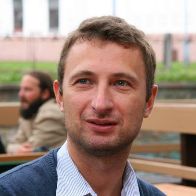 Правозащитник пояснил, что его уже допросили сегодня, 25 ноября, по 14 вопросам, присланным местн
