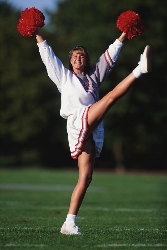 Чирлидинг - вид спорта, который сочетает в себе элементы шоу и зрелищных видов спорта: танцы, гим