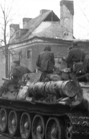 Челябинские телезрители могут посмотреть 9 мая фильм «Танкисты» о проводах на фронт бойцов