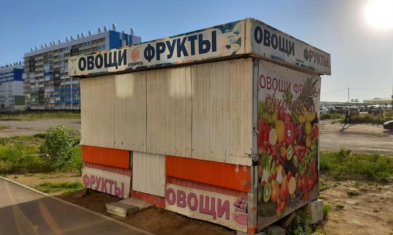 Жители челябинского поселка Чурилово начали «клеймить» нелегальные ларьки. Против киосков выступа