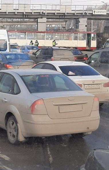 В Челябинске сегодня, третьего марта, около половины двенадцатого дня под мостом в Ленинском райо