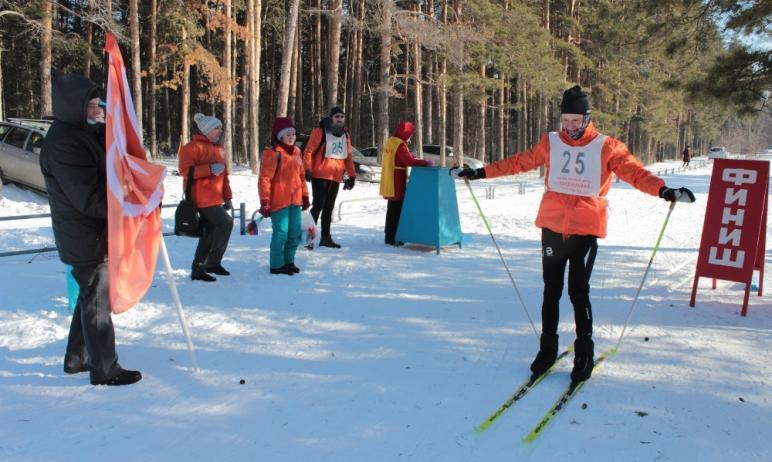 В Челябинске прошли соревнования по лыжному спорту среди сотрудников больниц региона. Спортивное