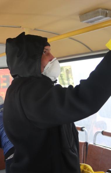 В Челябинске введен обязательный масочный режим для водителей и кондукторов.