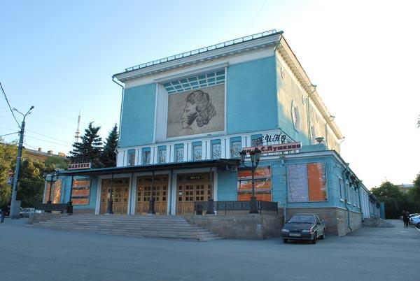 Спектакль «Сероглазый король» по стихам Анны Ахматовой поставлен ведущим актёром «Манекена» и