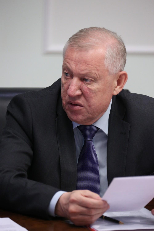 Такое заявление Евгений Тефтелев сделал сегодня, 15 января, после традиционного аппаратного совещ