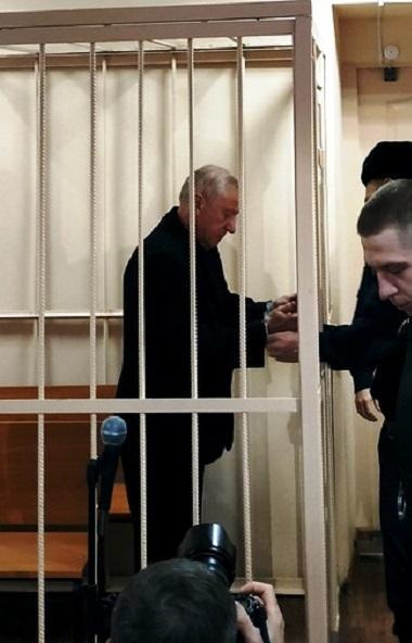 Суд выпустил из СИЗО бывшего главу Челябинска Евгения Тефтелева, обвиняемого в махинациях при стр