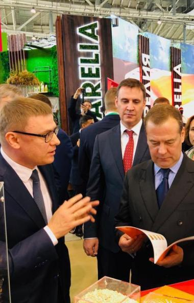 Губернатор Челябинской области Алексей Текслер презентовал председателю правител