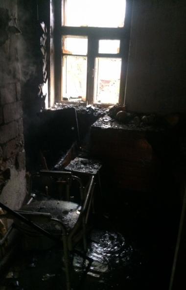 В Челябинске желание прогреть дом привело к трагедии. Из-за перегрева печи загорелись вещи, распо